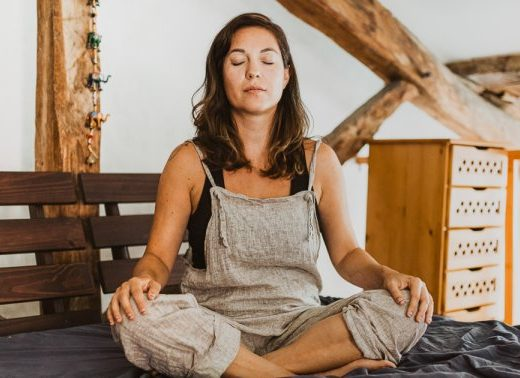 3 Steps To Help Calm Your Mind Whenever It's Spinning, From An Integrative MD