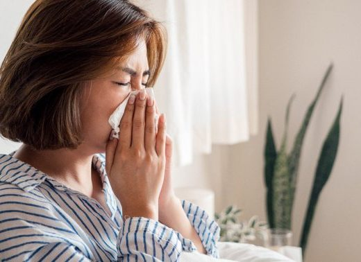 11 Safe Ways To Stop A Sneeze In Its Tracks (+ Save You From Nervous Glances)