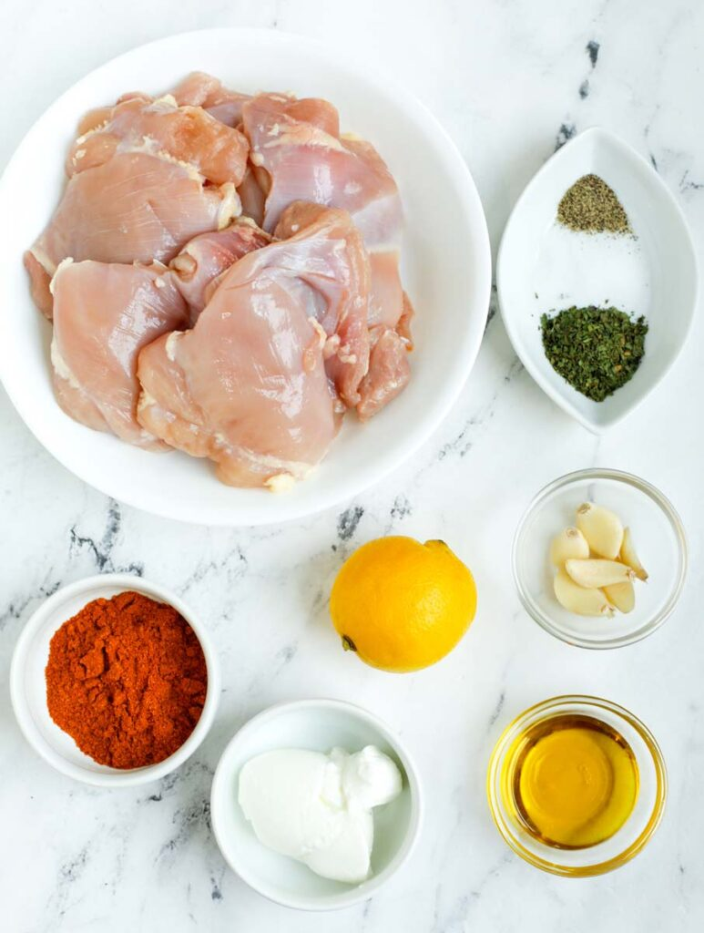 Ingredients needed to make chicken shawarma.