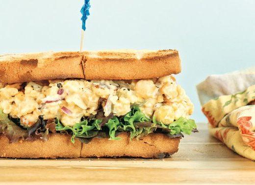 """This 5-Ingredient Vegan """"Tuna"""" Salad Is Full Of Gut-Healthy Ingredients"""